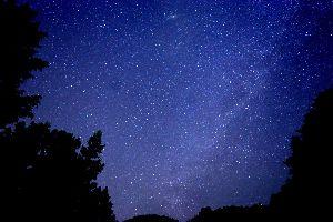 80才のパソコン すみれさん 真冬だからこんなに綺麗な星空が見えることもあるのです 奥多摩の山中にて