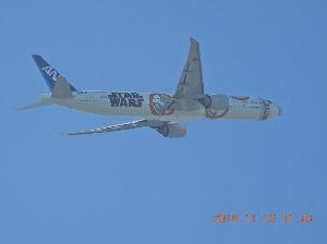 赤とんぼ 又々金属トンボです、羽田のC滑走路を離陸して上昇中で※穀に向かって飛行する、 穴787-9「☆戦争機