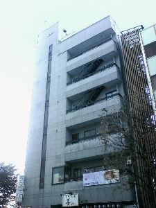 カエル型の水道の蛇口がきわどい場所に付いている 宇都宮市 4Fオフィスビルのバルコニーから階段出現 宇都宮市