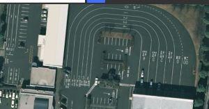 車検・雑記 左の2レーンあるのが軽、右の広いのが普通車です。