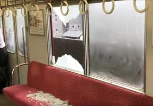 来週のレンジ予想 【近鉄電車走行中窓ガラス割れる】 25日、近鉄・南大阪線を走行中の列車の窓ガラスが突然割れ、乗客が軽