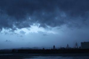 スマホで撮りました。 こんばんは、 何事もなく、過ぎ去りましたが、まだ雨風があります、  豪邸暮らしと想像して頂きありがと