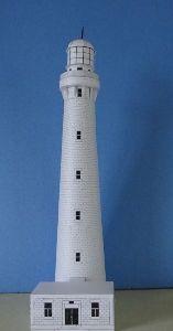 ペーパークラフト 知人から海上保安庁発行の「灯台」のペパクラをいただいた。 幾つか作った中の一番のトールマン。 灯塔部