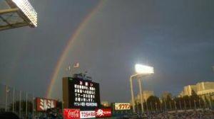 ジョアの部屋(数人の為の相談部屋) ジョアさん、オリファンさん、こんばんわ。  神宮球場の虹の写真を見つけました(*^^*) 良かったら
