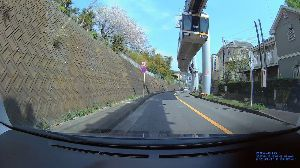 ドライブレコーダー ひやり体験 (静止画版) クール体験。  江ノ島に通じる、湘南モノレール。 珍しい吊り下げ型で、世界的にもクールに見られてます