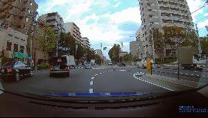 ドライブレコーダー ひやり体験 (静止画版) 交差点の故障車。