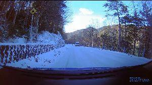 ドライブレコーダー ひやり体験 (静止画版) 最悪地点は、こんな感じでした。 ここは冬季は通行止めになるし、 春までは避けたほうが良さそうです。