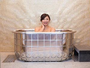 8894 - (株)REVOLUTION 時価3億8千万円もする ホテル三日月のプラチナ風呂に入ってみたいですー(´ー`)b
