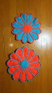 編みものが好き お花のモチーフの座布団です❗