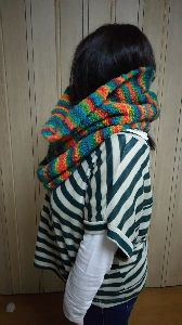 編みものが好き こんにちは、なんだ、かんだでもう11月になってしまいました。スヌードやっと編めました。 休んでは編み