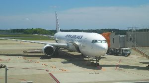 JAL日本航空の機材運用とコンフィグ 6/17のJL8835、JA611Jでした。 デンパサール空港では、ターミナルと反対側のオープンスポ