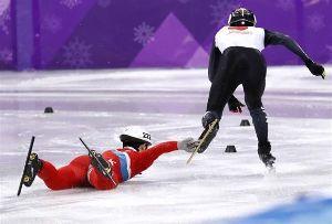 ショートトラック 北朝鮮選手の露骨な妨害行為に憤慨! 神聖なスポーツの場において、見苦し過ぎるわ。 四流国家の卑しい人
