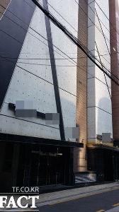韓流は終わった 【江南スタイル】     ソウル江南の10階建てビル、     全フロアでビルまるごと売春営業
