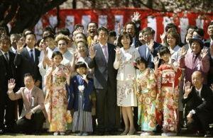 ^KS11 - 韓国 総合 橋下徹氏は「これだけ首相主催の桜を見る会には批判が沸き起こっているのに、天皇皇后両陛下主催の園遊会に