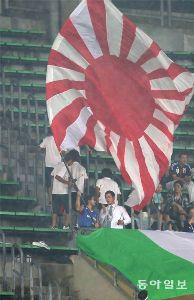 ■■横浜Fマリノス■■総合掲示板■■ マリサポのしなりが旭日旗を振っていて、警備員に制止されたという無様をさらしたそうです。