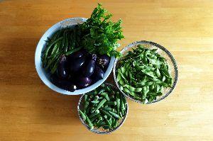 tos***** 向日葵さん・・・のぐささん!!!お久しぶりです。 野菜をほんの一部ですけど 写真に撮ってみました。 いろんな種類の野菜が入ってます~美味しそうです。
