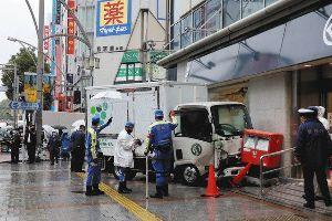 3086 - J.フロント リテイリング(株) 上野松坂屋に車が突っ込んだ事故、車と郵便ポストの間に人が挟まれたと思うとゾッとしますね。  この上野