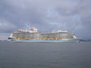 こんにちは^^ 夢ちゃんさんへ  そう豪華客船の事ですよ  港まで車で約15分です  先月来た豪華客船ですよ 世界第