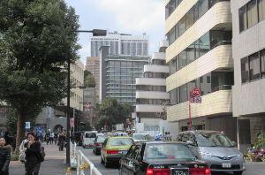 凡人の妄想トレーディング はい、左に見えるのは文科省です。 文化庁は京都に移転しますが、本省は残っています。 主に「庁」が入っ
