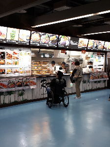 【観戦記】★住所は東京ドーム★ 財布が緩む。にゃはははー★  東京ドームの売店 リニューアルして凄く良くなった 大成功したズムスタを