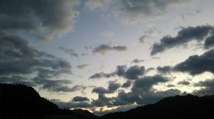 道草… 折り重なる雲  明日も晴れるかなぁ?  それとも…^^