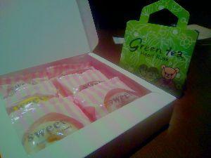 7829 - (株)サマンサタバサジャパンリミテッド 既にjunさんが書いてくれましたが、今年も総会にてお土産を頂きました。 ドーナツは美味しいので良かっ