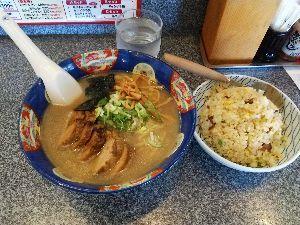 バイクに乗ろう神奈川 遅めの昼食。 久々の《味無双》 チャーシューメンと半チャーハン❗