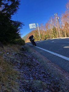 バイクに乗ろう神奈川 長野の峠も今週あたりから閉鎖になります 来られる時は確認を  さすがに麦草峠は1度です 天気がいいの