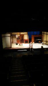 ミスチル板からきました♪ で、舞台装置がこんな感じ。これだけをアマチュア劇団が作るのはすごい。