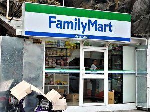 朝鮮人を笑う ま~たザパニーズの店か!?   韓国人がオーナー「偽ファミリーマート」看板の完成度は高いが商品の充実