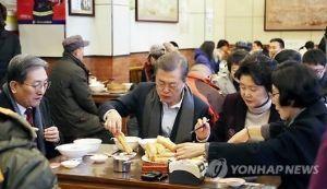 朝鮮人を笑う 崔碩栄 @Che_SYoung 12月14日  文在寅大統領の中国訪問。  習近平主席にもあえず、空