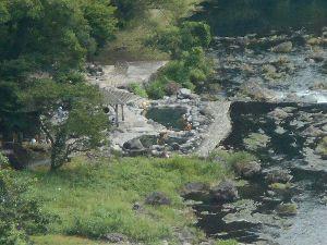 兵庫わびさびの道 弐 お疲れ様です らくちゃんデス、 >湯原は足湯が ダム前の川原に「砂の湯」と言う 露天風呂(無料の混浴
