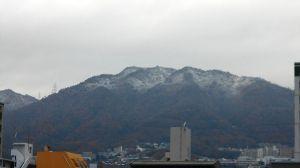 兵庫わびさびの道 弐 こんにちはらくちゃんデス、 しっかりと冷え込み 六甲山に初雪です(写真)。