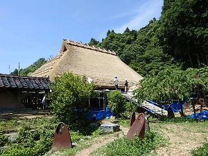 出来るうちに畑仕事をしたい 〇石見銀山の茅葺き屋根がありました。  パチリ📷