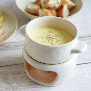 ヨーロッパが大好きな人、集まれ! スイスと言えばチーズフォンデュ。  スイス産のシャスラ種の白ワインに、 グリュイエールチーズが本物志
