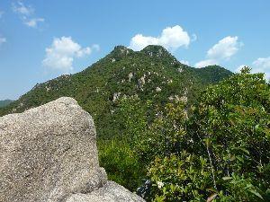 山歩きしませんか GW後半の山歩き  GWも後半の4連休に突入し、今日は朝から五月晴れとなったことから、いつもの「右田
