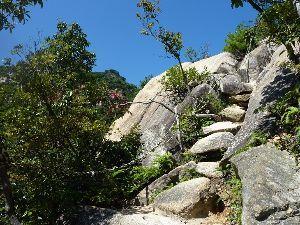 山歩きしませんか 9月最後の日の山歩き  今朝の最低気温は15℃と放射冷却の影響で肌寒い位の山口市でした。 But、朝