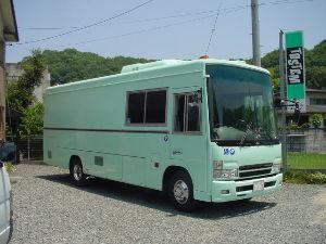 キャンピングカー&Pキャンプの部屋 面白そうな 車 FFで リアが2軸 更に後部も延長出来そう。 国内なら 簡単に構造変更させてくれない