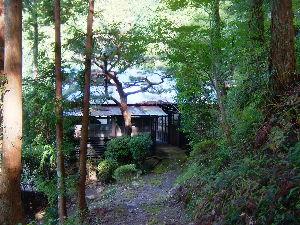 遠江国亀久保村長郷(周智郡森町亀久保497) 亀久保長郷には風流な家があります、山の中腹にある森林の中にあるこの家は代表的な風流の文化人が住むよう