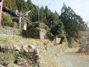 遠江国亀久保村長郷(周智郡森町亀久保497) facebookのええら森町の森町百景にも選べれていますね。石垣のデザインと野ずら積の素朴な造りは素