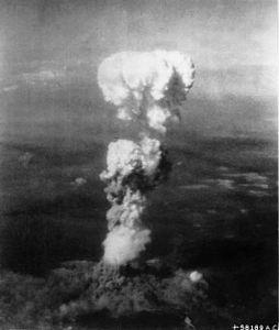 熟年の集い 皆さん  こんにちわ~~!!      広島に原爆が落とされた戦後70年の8月6日が近づきました。