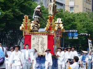 一枚の写真から おはようございます。 今日も暑くなりそうです。 京都の旅から1枚投稿します。  祇園祭後祭りからです