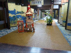 一枚の写真から おはようございます。  祇園祭後祭から一枚投稿します。 23日後祭りの宵宮にはご商売をされているお家