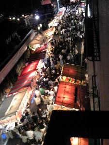 'どこにもない場所' 気がつけば、今年も宇治は県祭の時期になっていました。 もう夜の10時に近いので、夜店も片付けに入って