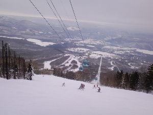 岩手県内でスキースポーツを楽しむ中高年の茶会 私も予定どおり29日と30日の二日間、網張と安比で楽しんで来ました。 網張は、午後からの滑りでしたが