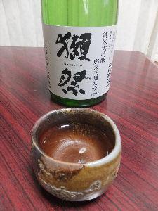 日本酒が大好きの会  皆さん、良くご存知の「獺祭」の磨き三割九分です。 ラベルからの情報は、 アルコール度数16度 米(