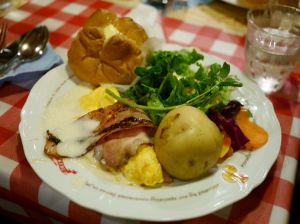 渋谷好きな40〜50代の皆様☆彡 渋谷駅前の宮益坂に、1975年にオープンした『ラケル』という オムライスのレストランがあります。