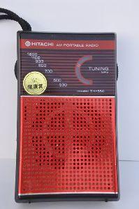 名機よ永遠に!いにしえの通信型受信機とBCLラジオについて語りませんか? お正月飾りの最中に神棚の埃払いをしていましたら画像の日立製、AM ICラジオが出て参りました。電池を