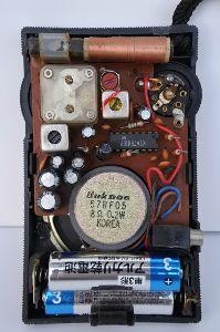 名機よ永遠に!いにしえの通信型受信機とBCLラジオについて語りませんか? さて国産AMラジオの内部写真は…画像は裏ブタを開いた状態です 【心臓部には自社生産と目