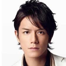 芸能関係山手線ゲーム 17.滝沢秀明さん    1982年の今日生まれで35歳です。  「タッキー」の愛称で知られるジャニ